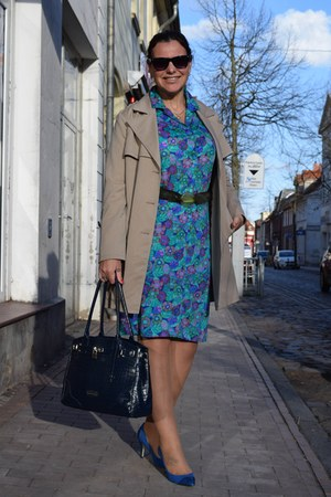 Guess watch - H&M coat - Claudia Canova bag - Guess sunglasses - Yessica pumps