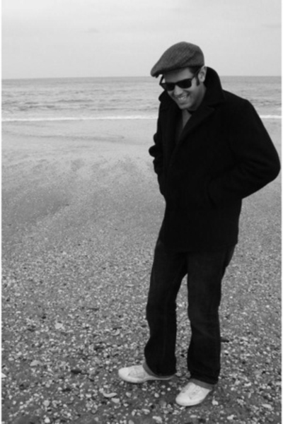 coat - hat - shoes - ray ban wayfarer sunglasses