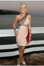 White-high-heeled-shoes-beige-dress-brick-red-handbag-bag