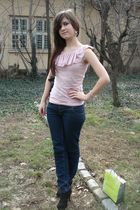 pink New Yorker blouse - blue jeans - black shoes