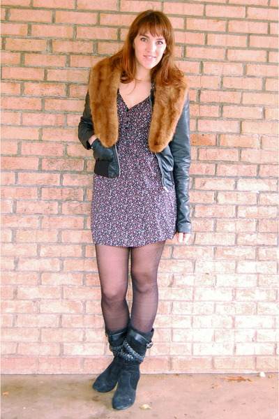 tawny fur collar vintage accessories - black old boots - blue boutique dress