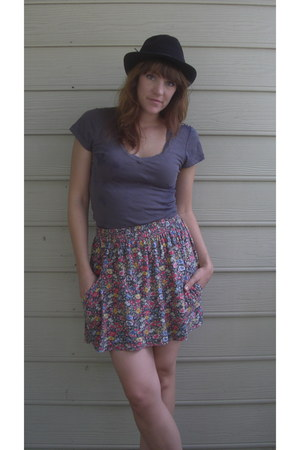 gray t-shirt - hot pink Zara skirt