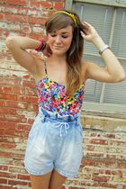 one floral romper, three very different ways.