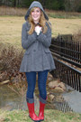 Red-rain-sperry-boots-heather-gray-forever21-coat-navy-forever21-jeans