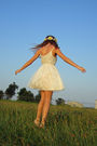 White-random-boutique-dress-yellow-flower-crown-accessories