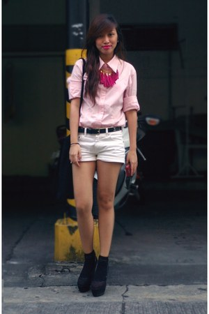 white h shorts - black charles  keith wedges - light pink blouse - hot pink ruck