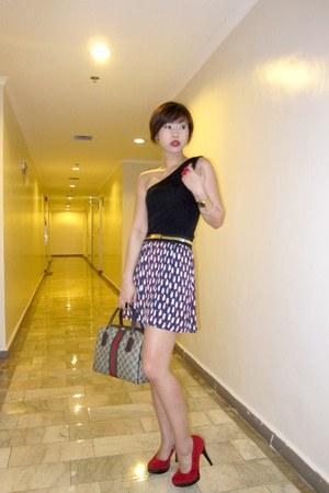 dark brown Gucci bag - ruby red studed pumps zoo heels - blue pleated printed Za