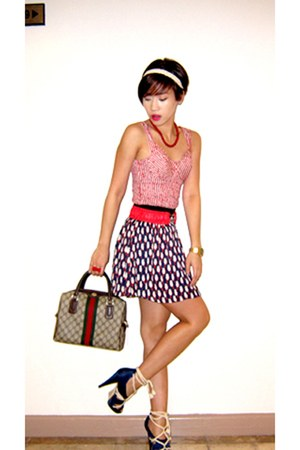 navy prnted pleated Zara skirt - dark brown handbag Gucci bag