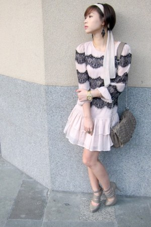 heather gray strappy H&amp;M heels - light pink lace Topshop dress