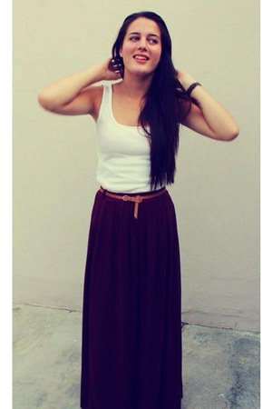 crimson maxi skirt - white shirt - brown belt