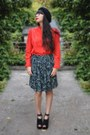 Black-paris-hat-dark-green-no-name-skirt-red-no-name-blouse