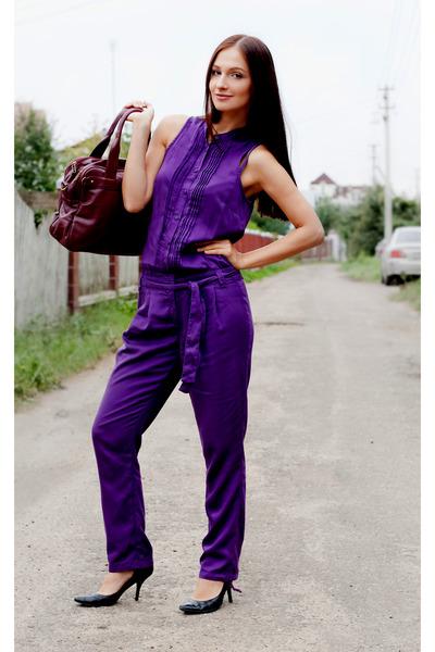 deep purple rayon Sisley romper - black Nine West heels