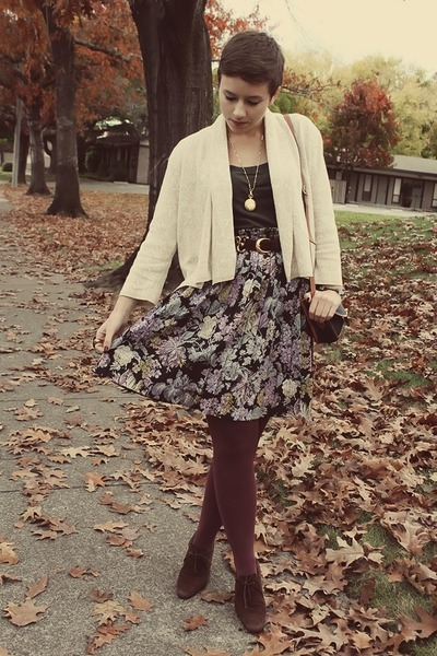 vintage skirt - Gap shirt - Goodwill belt - Goodwill heels
