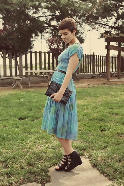 50s vintage dress - vintage purse - vera wang wedges