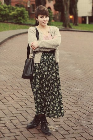 thrifted skirt - Marshalls boots - thrifted purse