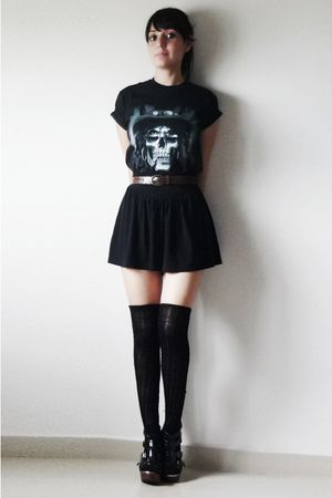 black t-shirt - black skirt - black socks - black shoes