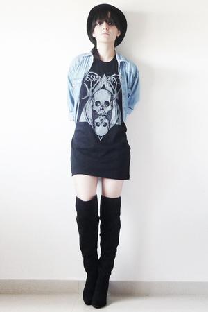 black t-shirt - shirt - black boots