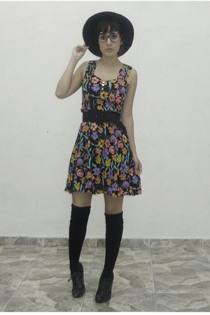 vintage dress - hot topic pff socks - vintage hat - Bakers shoes