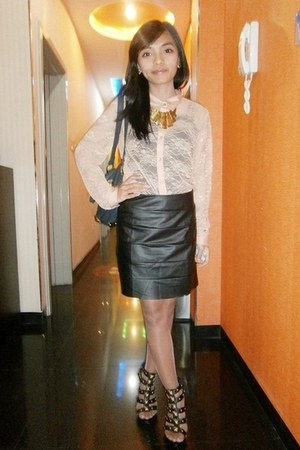 nude Forever 21 shirt - black rebelchic skirt - black Charles & Keith heels