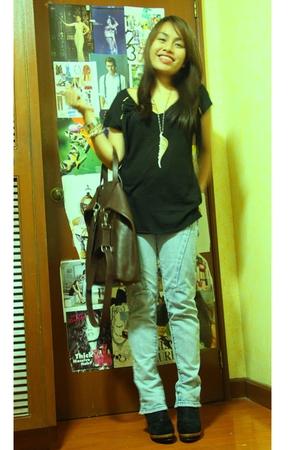 black Zara shirt - blue Mango jeans - black twinky boots - brown Mango purse - M