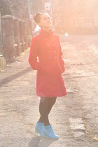 red  coat - turquoise blue Deichmann wedges