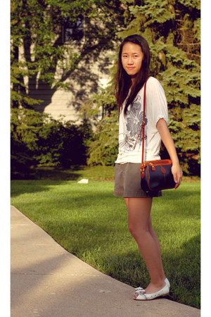 white shirt - heather gray banana republic shorts - white bow flats