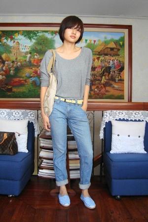 Gap shirt - Uniqlo jeans - Rubber Duck shoes - Muji purse