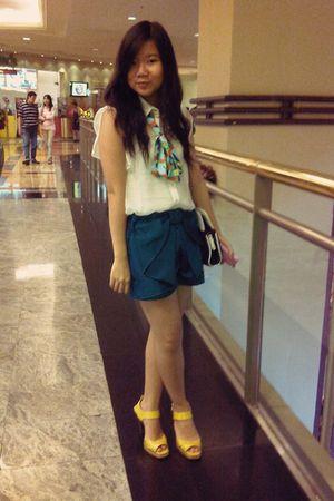 white Body & Soul blouse - green shorts - gold Mango - blue Gaudi bag