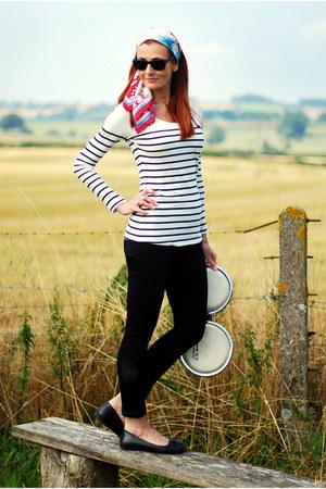 black skinny jeans Wallis jeans - red vintage silk Magpie & Bear scarf