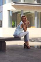 light blue H&M top - pull&bear jeans - tan heels
