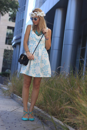 sky blue floral print Zara dress - black Cortefiel bag