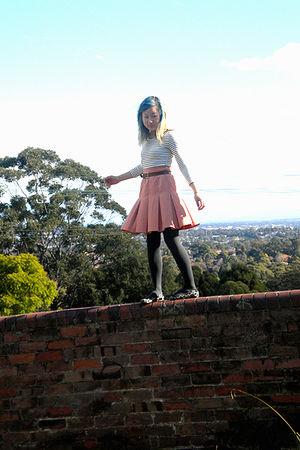 white chicabooti top - beige skirt - brown belt - gray tights - white Wittner sh