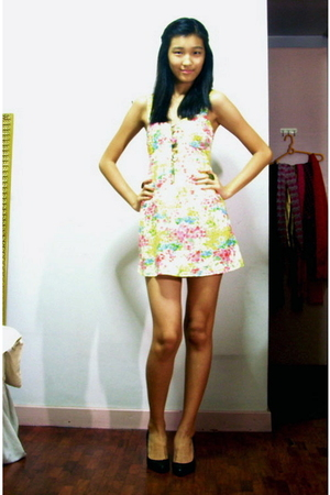 white Pink Manila dress - black Steve Madden shoes