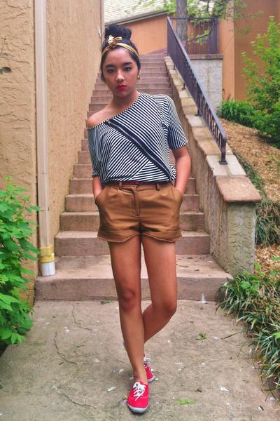 black TJ Maxx shirt - gold head vintage scarf - bronze H&M shorts
