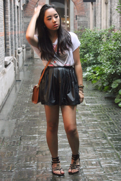 black pleather Forever 21 skirt - white Forever 21 t-shirt