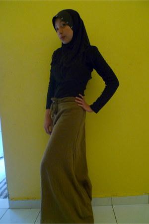 dark green no brand pants - black no brand top