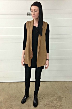 camel H&M vest - black Forever 21 boots - dark brown Daniel Wellington watch