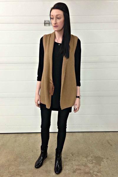 camel H&M vest - black Forever 21 boots - dark brown Daniel Wellington watch