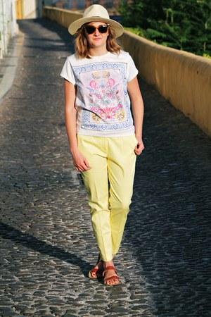 cream Atmosphere hat - tawny Fendi sunglasses - white Atmosphere t-shirt