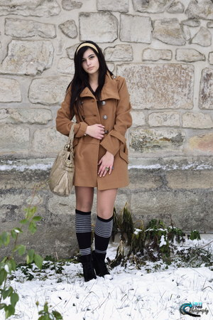 camel New Yorker coat - black Astrid boots - random accessories