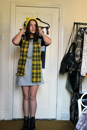 yellow silk scarf vintage scarf - black dr martens Dr Martens boots
