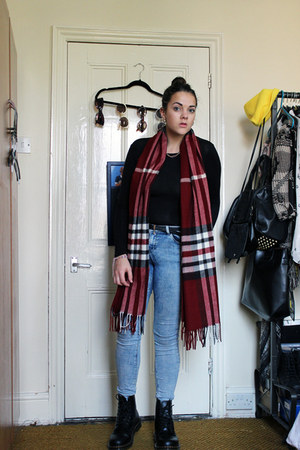 maroon tartan scarf House of Fraser scarf - black original Dr Martens boots