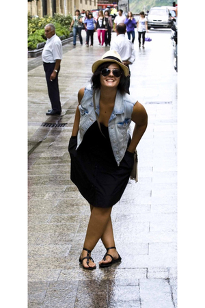 H&M skirt - Mango t-shirt - Zara vest