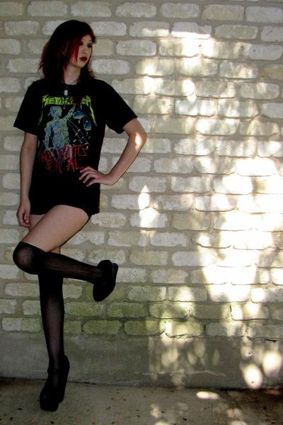 black t-shirt shirt - black high waisted kirra shorts