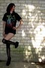Black-t-shirt-shirt-black-high-waisted-kirra-shorts