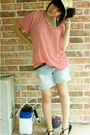 Red-shirt-blue-shorts-black-aldo-shoes-beige-hat