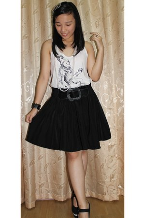 black Parisian wedges - white artwork top