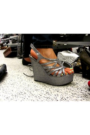 1599 Steve Madden wedges