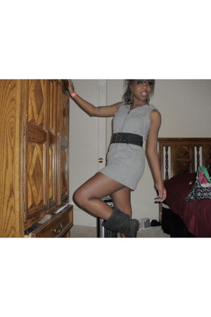 gray Old Navy vest - black payless boots