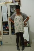 Noir Sur Blanc scarf - vintage skirt - random brand tights - garage sale ol stor